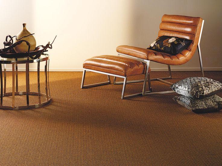 Mochetă maro, fabricată din sisal.