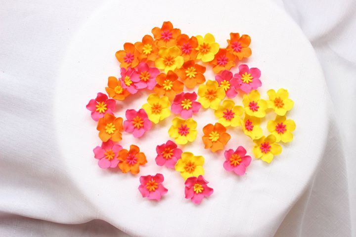 fondant flowers 36 Assorted bright color combination Hawaiian tropical edible flowers cupcake decorations edible cake pop flowers by InscribingLives (17.99 USD) http://ift.tt/1PPKS2p