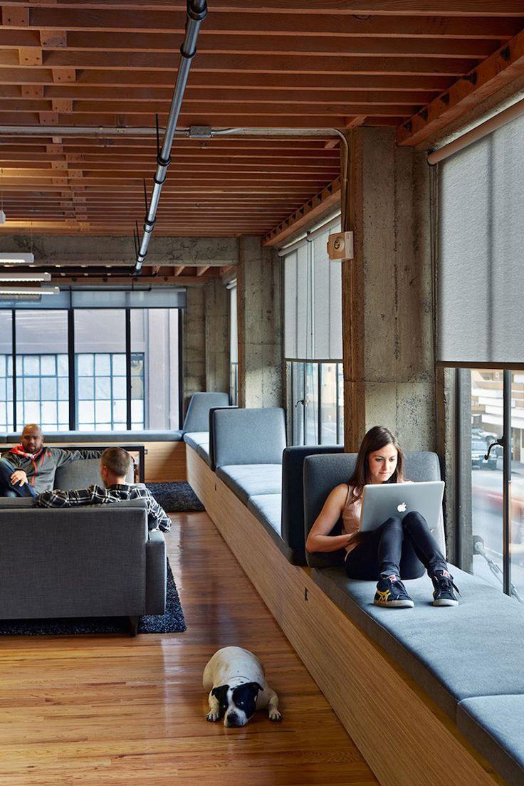 fensterbank-sitzen-modern-holz-beton-sitzfläche-sitzkissen