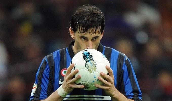 #elprincipedelbernal diego alberto milito before the penalty against AC Milan