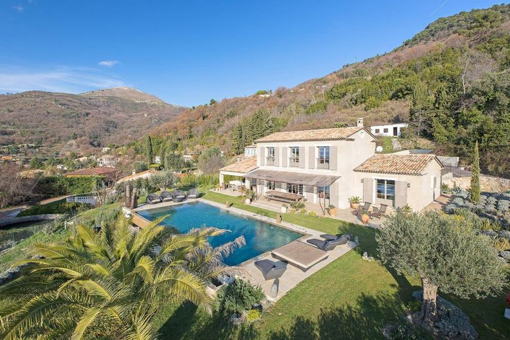 Supreme privacy in a magnificent setting only 25 minutes' drive from Nice International airport. #Vence #SeaView #Provencal