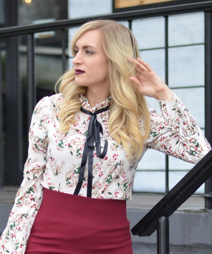 Affordable work wear - this floral bow tie blouse is under $25! Click through for more outfit details. #ootd #workwear #fashion