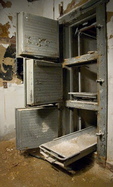 Glenn Dale Tuberculosis Hospital: Morgue in the basement of Building B, which treated pediatric patients.