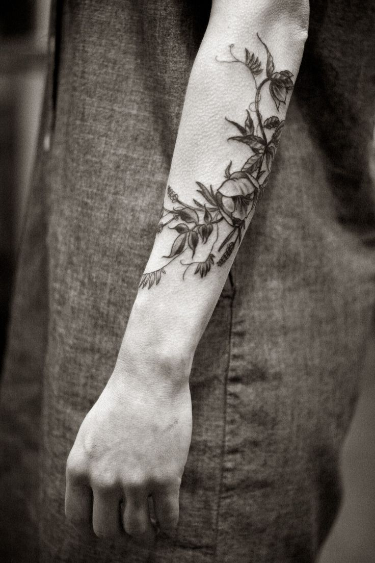 Insane. More beautiful, delicate tattoo work by Alice Carrier
