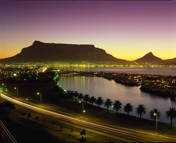 Table Mountain, Cape Town, South Africa. One of the new 7 wonders of nature. Beautiful!