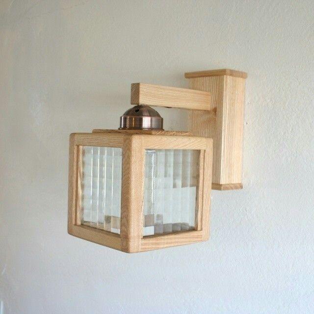 福岡糸島で創作されるブラケットライト。無垢の素材感は唯一無二。