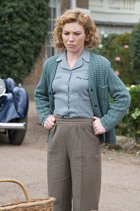 loving the ruffle detail on Sam's (foyles war) blouse here.