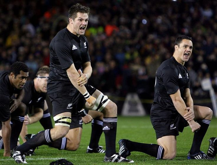 all_blacks_captain_richie_mccaw_centre_and_team_ma_48958bc3cf.jpg 800×609 pixels