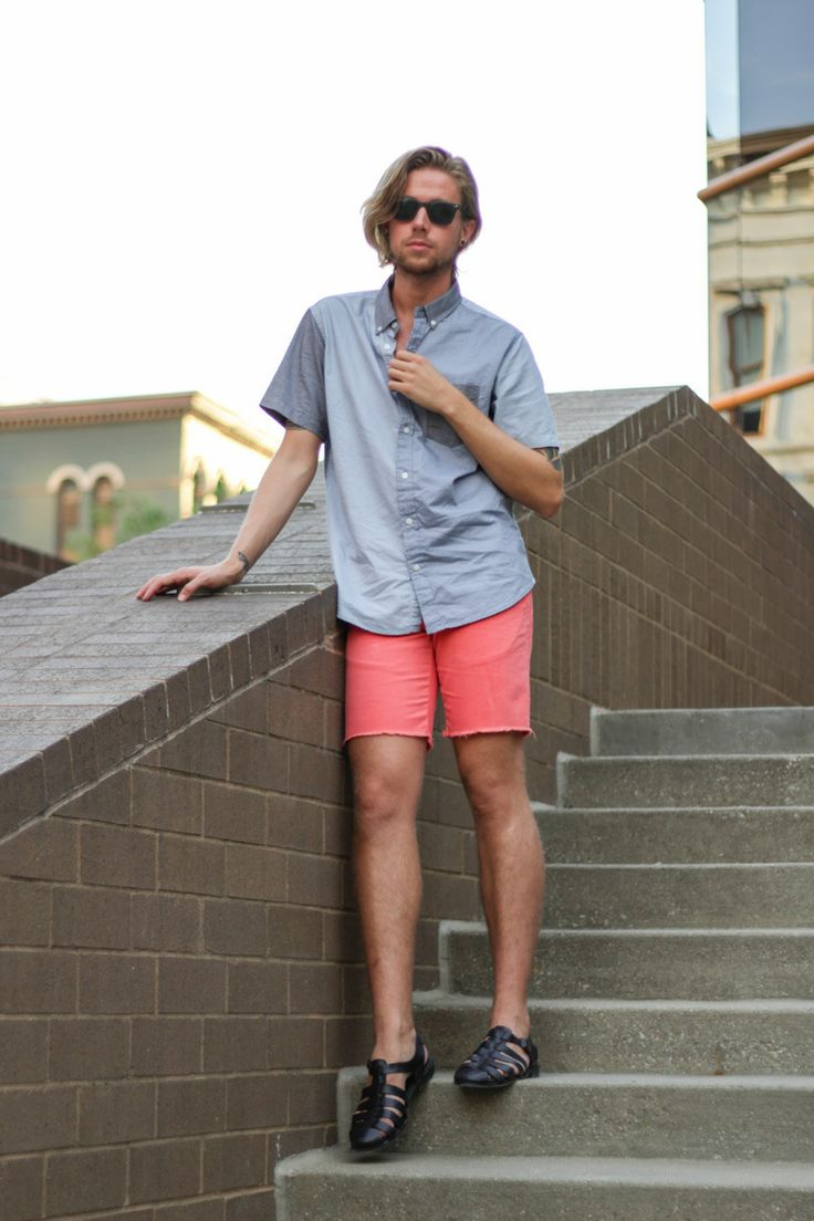 The Kentucky Gent In Aeropostale Color Block Short Sleeve Shirt Hawkings McGill Cut Off Shorts Zara Sandals And Ray Ban Wayfarers