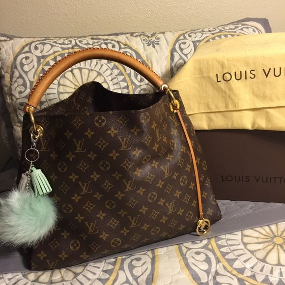 Louis Vuitton Artsy MM Mono LV tote hobo purse✨♥️✨ Authentic!!!!! No cracks or tears. Inside has a couple of ink spots(see pic). Handle has patina and shows very light wear(see pics). Comes with Dustbag! Date code CA 1180. Louis Vuitton Bags Satchels