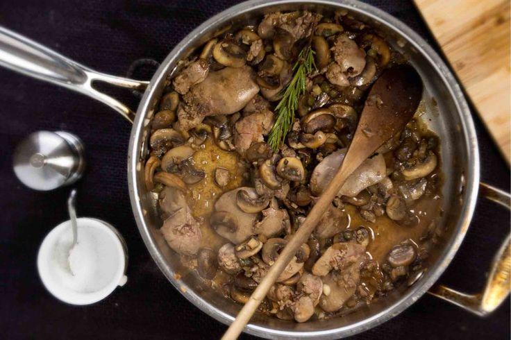 Burgonyapürével a legfinomabb! :) Mi nem tudunk betelni vele, bámulatos íze van! Hozzávalók: 1 vöröshagyma 20 dkg gomba 50 dkg csirkemáj 1 rozmaringág 1 teáskanál[...]