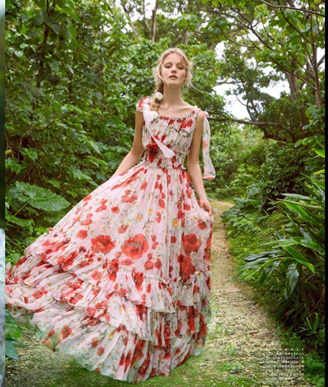 こちらは、永遠の愛を願うがじゅまるの森へ続く道で。蝶々がどこからともなく現れ、愛の祝福を。 ドレスはドルチェ&ガッバーナ。@dolcegabbana  #VOGUEWedding #ヴォーグウエディング #プレ花嫁 #ドレス選び #ウエディングドレス #ウェディングドレス #結婚準備 #ブライダル #ウェディングシューズ #ウエディングシューズ #テーブルコーディネート #装花 #ブーケ #bridal #weddingdress #bridaldress #bridalgown #bridalshoes #weddingshoes