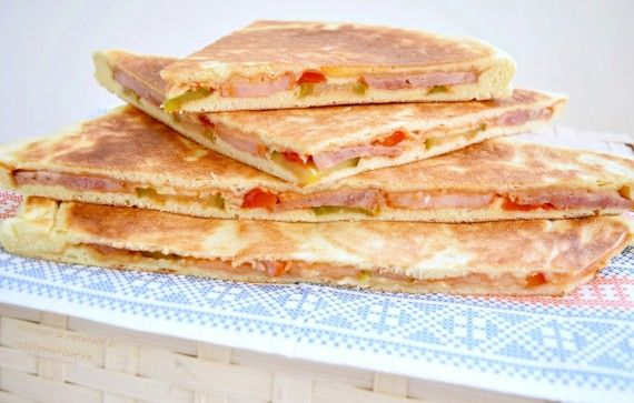 Sandwich-uri cu murături și preparate din carne