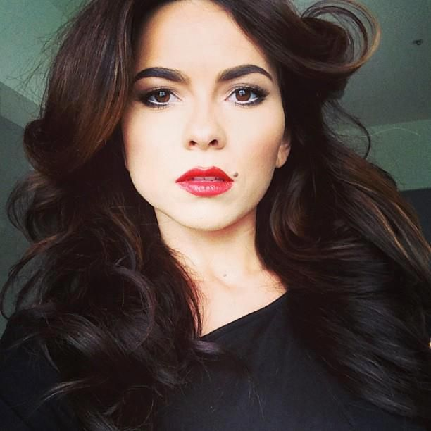 INNA love this make-up and the hair