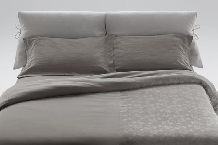 """Soft and pleasant to touch: the linen duvet covers in Flou's new 2014 collection will win your approval for their durability and incredible elegance! / Morbidi e piacevoli al tatto: i copripiumini in lino della nuova collezione Flou 2014 vi conquisteranno per la loro durata e incredibile raffinatezza! [Set Copripiumino / Duvet Set Beautiful"""" by Flou - 100% Lino / Linen] #Piumino #beds #letti #homedecor #furnituredesign #bedroom #interiordesign #piumone  #Biancheria #Bedding"""