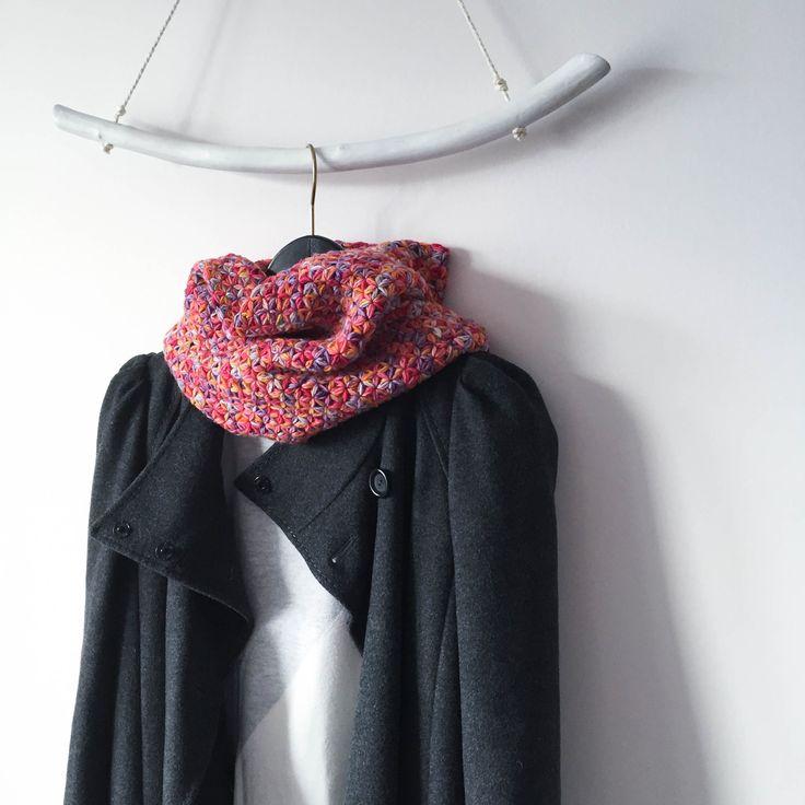 Round scarf. Crochet. Hand dyeing yarn.