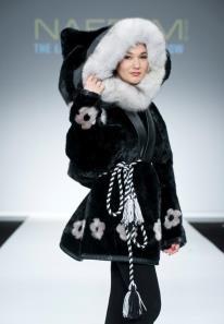 Malaya Qaunirq Chapman wearing sealskin at Montreal NAFFEM Fashion show 1 (b)