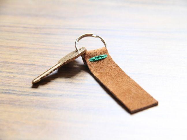 DIY: Leather Key Fob  so easy & such a simple design