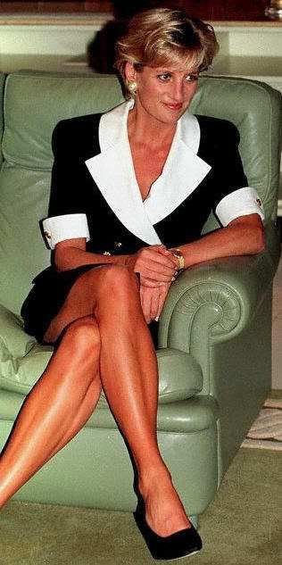 1997. ((I think this is the only photo I've seen that Diana is not wearing her ring.))