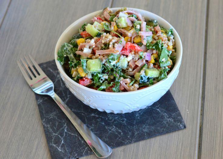 Nydelig salat med skinke og byggryn