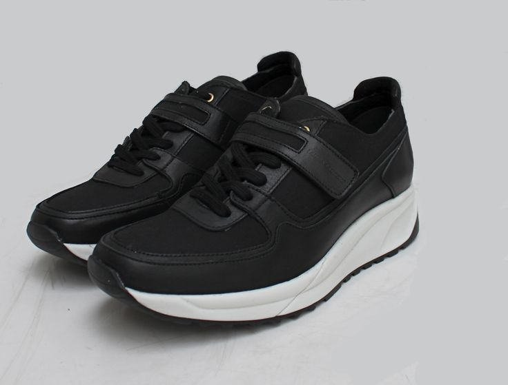 Black and white / Laura Laurens sneakers