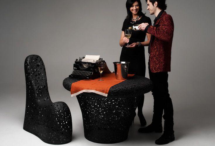 Designerskie krzesło / fotel Pandit wykonane ręcznie z lawy wulkanicznej. Włókno bazaltowe jest odporne na warunki atmosferyczne, dzięki czemu idealne pasuje do ogrodu czy domu.