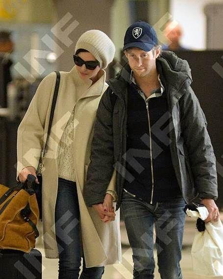 Adam Schulman with wife Anne Hathaway in a navy Gents Maximilian Cap! #AdamSchulman #AnneHathaway #gents #maximiliancap
