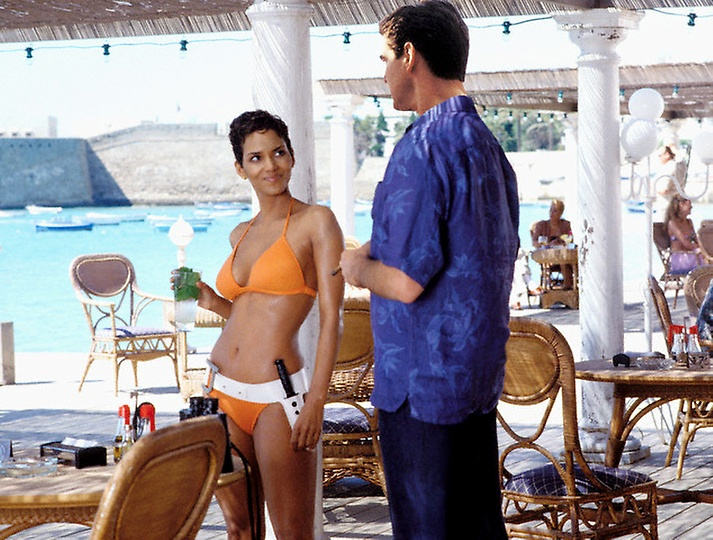 2002 --- Jinx (Halle Berry) and James Bond (Pierce Brosnan) meet for the first time in MGM Pictures and Eon Productions' . --- Image by © MGM/Corbis