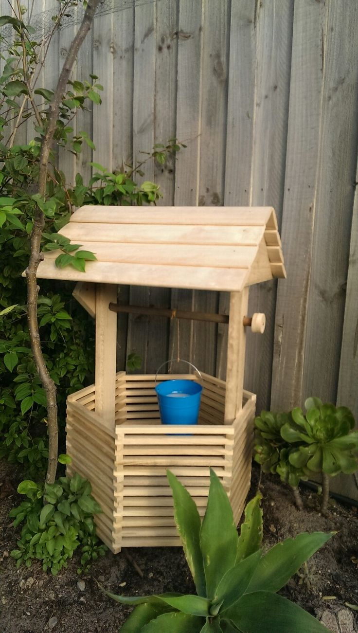 DIY Garden Wishing Well