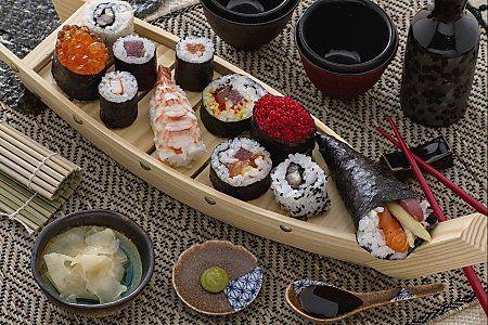 il nostro SUSHI è una raccolta di diverse preparazioni di questo piatto di #pesce di origine giapponese, Qui la #ricetta: http://ricette.giallozafferano.it/Rombo-gratinato-con-verdure.html #GialloZafferano #sushi #giappone