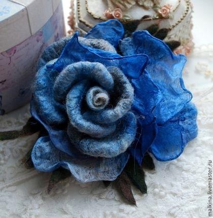 Броши ручной работы. Ярмарка Мастеров - ручная работа Синяя брошь-роза из шерсти и шелка. Handmade.