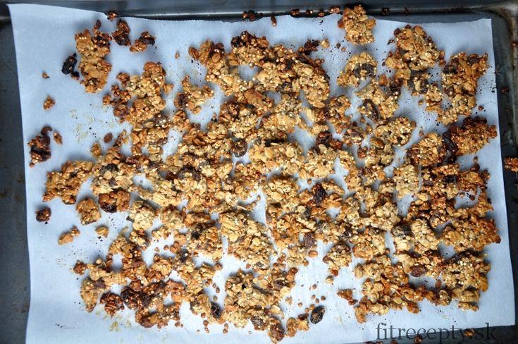 Ak máte radi chrumkavé zapekané musli, tento recept si určiteobľúbite. Navyše je to skvelé a nutrične hodnotné jedlo v ktorom môžete využiť aj pohánku, quinou a chia semienka. A to bez zbytočne pridaného vysokého množstva cukru a konzervantov. Musli je chrumkavé a drží v kúskoch najmä vďaka kokosovému oleju ajablkovému pyré spojenými s proteínovým práškom […]