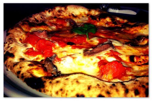 Pizza con acciughe | Dry | Milan  #pizza #dry #milano #dovemangiare #foodtripandmore