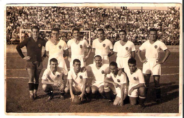 El Valencia c.f,, foto original de Aparisi en los años 50 reparada por mi
