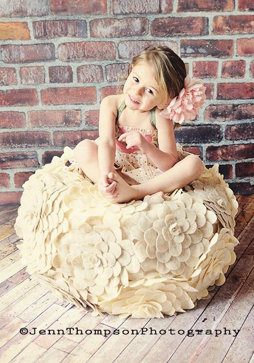 holy cow i want this: Little Girls, Flowers Poufs, Beans Bags, Photos Props, Photography Props, Girls Rooms, Fabrics Flowers, Felt Flowers, Kids Rooms