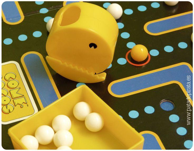 ¡Feliz viernes! Seguimos encerrados en la bodega CREANDO E ILUSTRANDO NUEVOS TESOROS. Disfrutad del fin de semana queridos piratas, se presenta tempestuoso. Nosotros aprovecharemos los ratillos libres para echar unas partidas a nuestros juegos de mesa favoritos, incluidos los que hemos rescatado del baúl de la abuela Pata [de pirata]. ¿Hace un Comecocos? Al grumetillo le chifla.