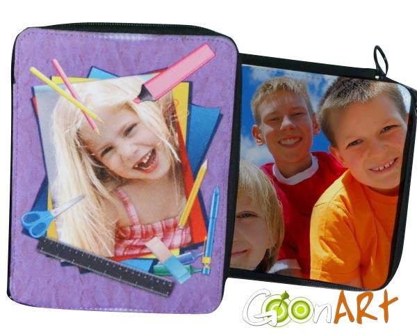 Riparti alla grande! Il tuo anno scolastico sarà di sicuro più allegro e colorato con l'astuccio personalizzato di Goonart.it. Scegli una delle grafiche dei nostri artisti in Post for Sale o crea la tua!
