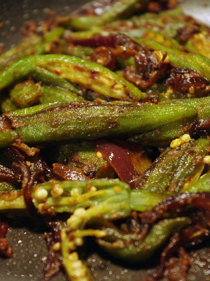 Recette de gombos aux épices indiennes en vidéo Bonjour et bienvenue dans mon blog cuisine . Aujourd'hui nous allons cuisiner des Gombos , qu'on appelle aussi Bhindi en Hindi (ou Okra ou lady's fingers). Il existe plusieurs recettes pour préparer les...