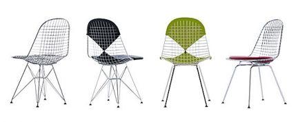 Wire Chair DKR-5 è una sedia realizzata interamente in filo d'acciaio cromato e modellato, con cuscino rivestito con tessuto Hopsak oppure con pelle. La seduta e lo schienale poggiano su un basamento a quattro gambe con montanti. Il tessuto Hopsak e la pelle sono disponibili in un'ampia gamma di colori. È possibile scegliere tra pattini in feltro per pavimenti duri oppure pattini per moquette.
