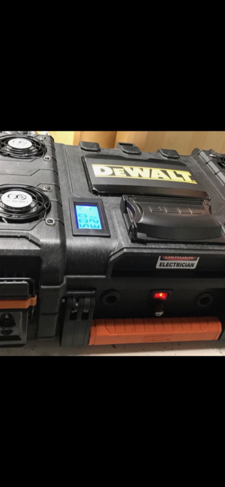 Dewalt 8 slot simultaneously battery charger with volts/amps monitor