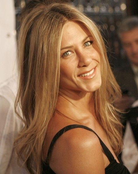Jennifer Aniston Long Center Part - Jennifer Aniston sported a mildly messy, center-parted hairstyle at the Laura Day celebration.