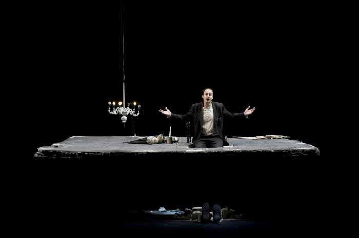 """""""Natale in casa Cupiello"""" di #Eduardo De Filippo, interpretazione e regia di Fausto Russo Alesi. Al #Teatro delle Passioni di #Modena dall'1 al 6 aprile; a PUBBLICO. Il Teatro di #Casalecchio di Reno l'8 e 9 aprile. Foto di Masiar Pasquali. http://www.emiliaromagnateatro.com/spettacoli/natale-in-casa-cupiello/"""