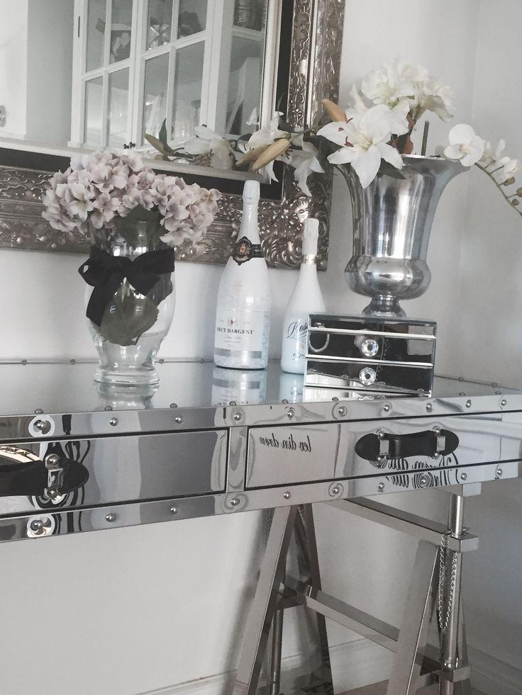 San Franscisco Office Desk ( med Nagler) i rustfritt stål med nagler. fra Classic Living https://classic-living.no/collections/bord/products/san-francisco-office-desk