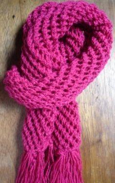 Essa receita estava no site das Tricoteiras de Sampa.  O cachecol enroooola porque o avesso é em tricot, mas fica muito lindinho e gostoso ...