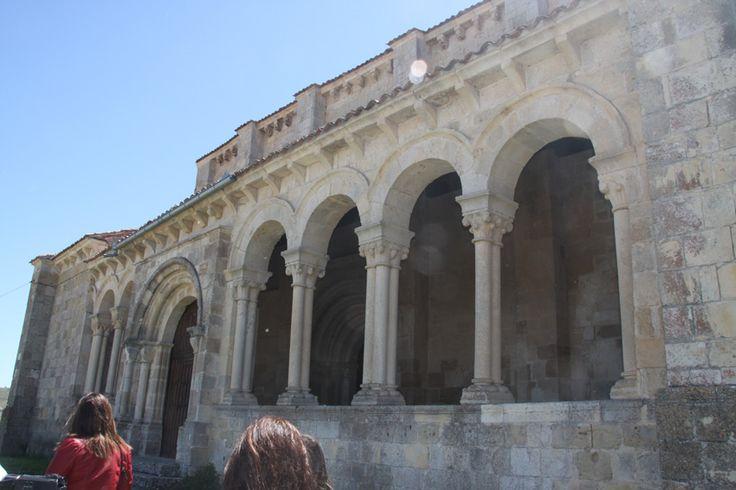 Atrio de la iglesia de San Miguel, en Fuentidueña, Segovia