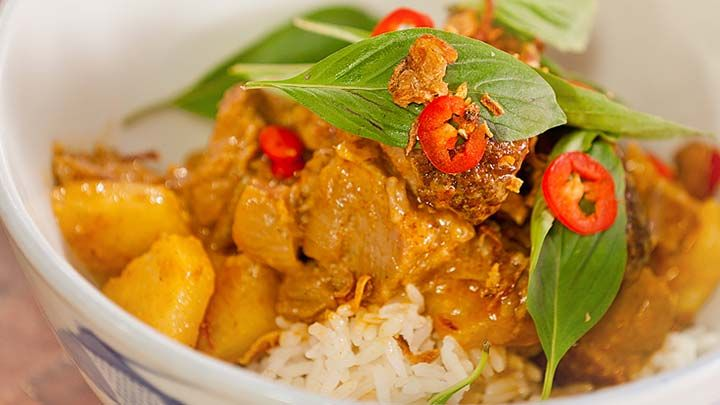 Red Curry with Roast Duck & Pineapple Recipe from Everyday Gourmet with Justine Schofield