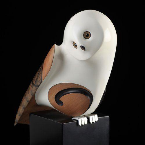Snowy Owl by Rex Homan, carved in totara wood, NZ. (View 2).