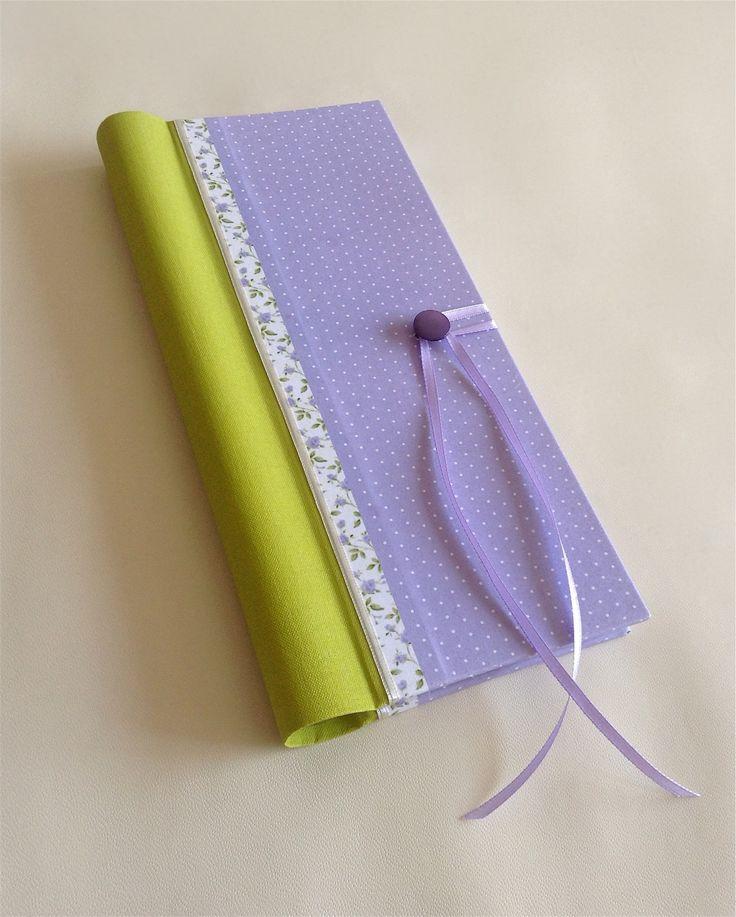 Libro de Firmas Apaisado para el primer cumpleaños de Helena. Su packaging es una bolsa de tela estampada con interior liso. www.milibrodefirmas.com
