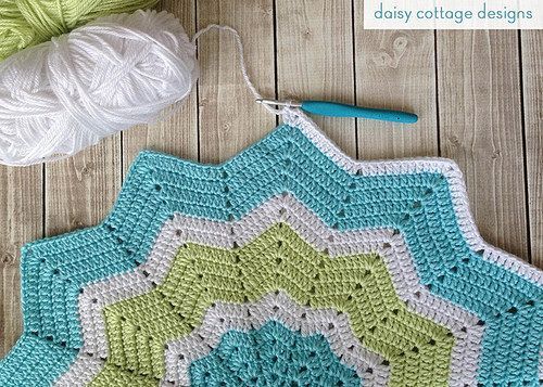 Crochet Star Baby Blanket by Daisy Cottage Designs, via Flickr