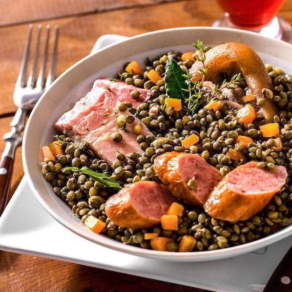 Découvrez la recette Petit salé aux lentilles sur cuisineactuelle.fr.